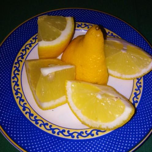 Limones para acompañar la comida. Fuente: Propia